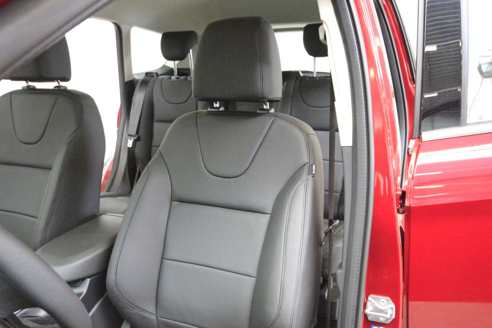 Ford kuga lederen autobekleding for Lederen interieur golf 4