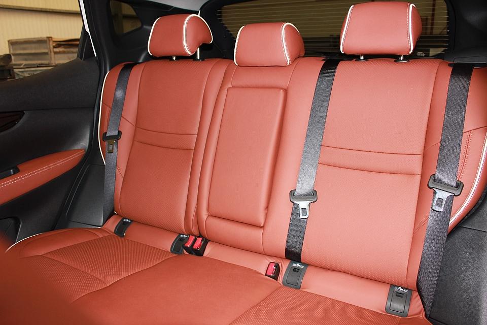Nissan qashqai lederen interieur mustang brown perforatie for Lederen interieur