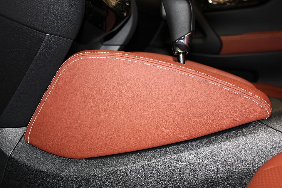 Nissan qashqai lederen interieur mustang brown perforatie - Lederen bekleding ...