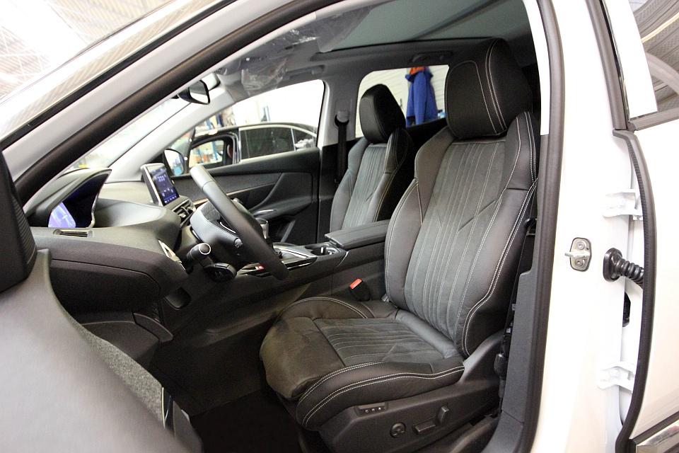 Peugeot 3008 lederen autobekleding for Lederen interieur auto