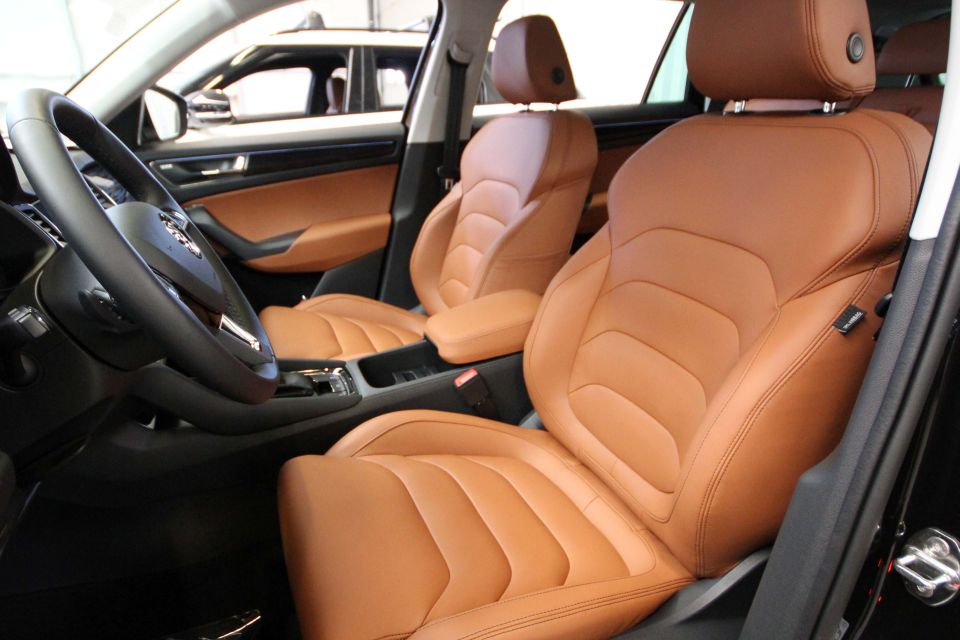 Interieur Ice Blauw : Voorbeelden lederen auto bekleding