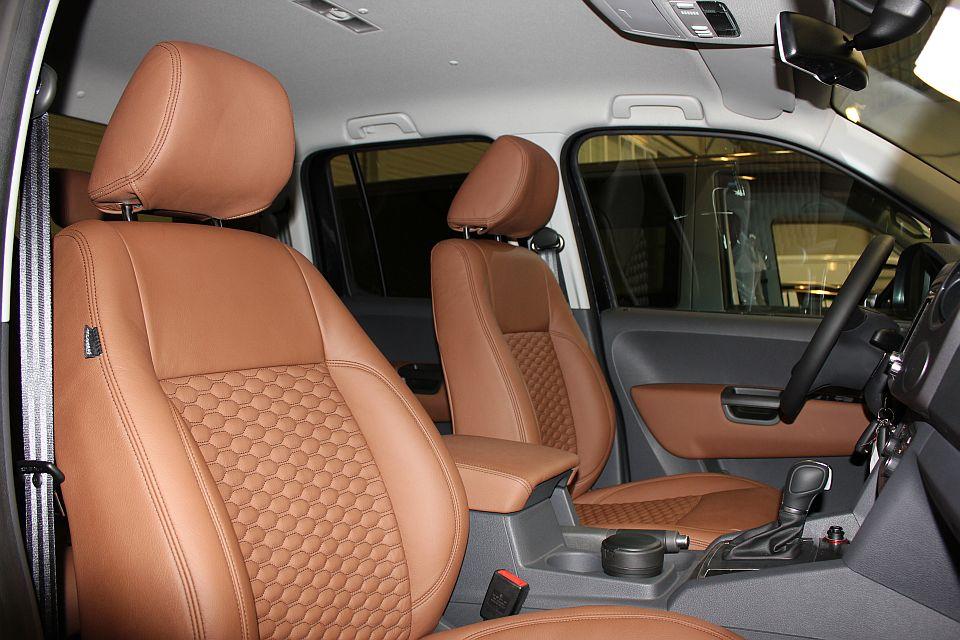 Voorbeelden lederen auto bekleding for Lederen interieur auto